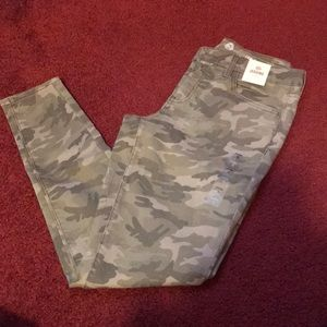 SO Low rise camo jeggings